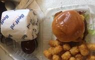 Чикагский ресторан стал доставлять еду на дом с рулоном туалетной бумаги