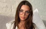 Супермодель Эмили Ратаковски снялась топлес