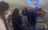 В Борисполе 50 пассажиров отказываются от обсервации, их держат в самолете