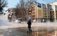 В Киеве прорвало теплосеть: улицы залило кипятком
