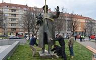 Маршал Конєв, метро, раритети і аварії: фото дня