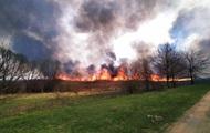 На Полтавщине 120 спасателей потушили масштабный пожар