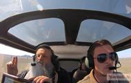 Священники облетели Николаев на самолете с иконами