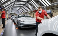 Porsche відновлює виробництво на двох заводах