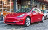 Власник Tesla замкнув викрадача всередині авто зі смартфона