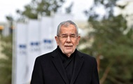 Президенту Австрии пришлось извиняться за нарушение карантина после похода в ресторан