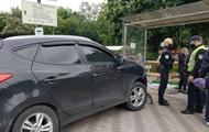 У Києві авто на швидкості врізалося в зупинку
