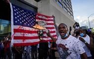 В США беспорядки охватили более десяти городов