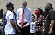 Мэра Нью-Йорка пытались выгнать с митинга в память об убитом Флойде