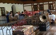 Слуги народа нарушили карантин в ресторане