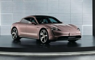 Представлена базовая версия Porsche Taycan: фото