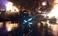 В Баку горит фабрика по производству красок