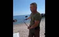 У Криму чоловік нагайкою вигнав відпочиваючих з пляжу