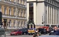 Захват банка в БЦ Леонардо: почему на фото с террористом разные заложницы