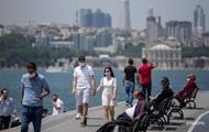 Виноваты туристы? На турецких курортах растет число заражений COVID-19