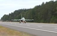 В Беларуси военные самолеты сели на трассу