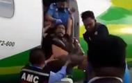 В Индонезии безбилетника выбросили из самолета