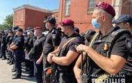 В Умань стягнули сотні поліцейських з усієї України