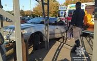 У Маріуполі легковик в'їхав у зупинку, є постраждалі