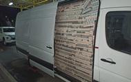 Прикордонники затримали псевдодипломата з мікроавтобусом сигарет