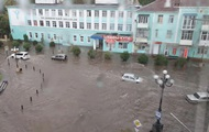 Центр Керчі затопила злива