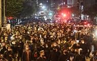 У Неаполі десятки тисяч італійців протестують проти карантину