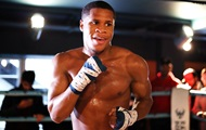 Хэйни защитил титул WBC в легком весе, победив Гамбоа