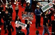 На Тайвані депутати закидали прем'єра тельбухами