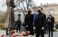 Зеленський з дружиною вшанували пам'ять жертв голодоморів