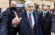 2570588 - Экс-президента Чехии оштрафовали за маску на подбородке