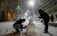 Мадрид накрыли крупнейшие за десятилетие снегопады