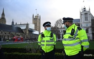 В Лондоне за руль скорых сели полицейские и пожарные
