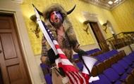 В США задержали штурмовавшего Конгресс «викинга»