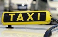 В Каменском клиента такси облили зеленкой
