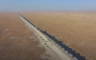 У Китаї показали будівництво залізниці в пустелі