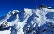 В Швейцарии лавина погребла десять туристов