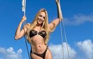 Полякова поделилась роскошными снимками в бикини