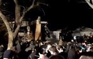 В Азербайджане из-под завалов достают людей после взрыва газа в доме