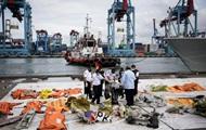 Крушение авиалайнера в Индонезии: на борту находились находилось 62 человека, среди них - 10 детей