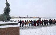 В России девушки образовали цепи солидарности