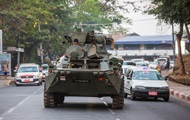 Протесты в Мьянме: в крупнейший город страны вошли танки