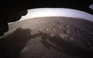 NASA показало посадку аппарат Perseverance на Марс
