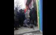 В сети показали штурм секонд-хенда в Каменском