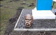 На Прикарпатті вандали обезголовили пам'ятник Шевченку