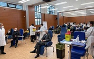 Президент Италии получил первую COVID-прививку препаратом Moderna