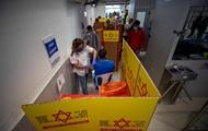 Израиль начал вакцинировать подростков — СМИ