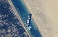 Из космоса сфотографировали заблокированный Суэцкий канал