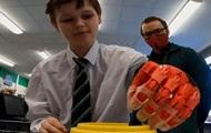У Британії вчитель роздрукував для учня протез