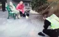 Под Киевом полицейскому дали метлой по голове