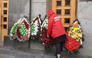 В Харькове с венками пикетируют горсовет